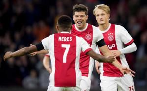 Аякс победи ПСВ и върна интригата в Холандия