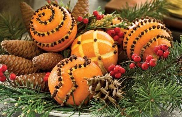 Портокали с карамфил и борови клонки
