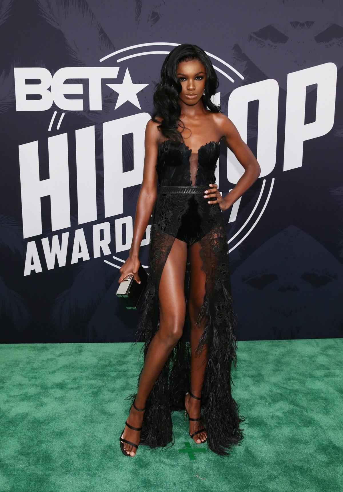 Моделът на бельо Лиоми Андерсън БЕТ хип-хоп наградите в Маями.
