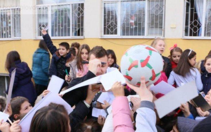 Играчите на Ботев предизвикаха истинска еуфория в пловдивско училище