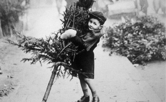 Как е изглеждала Коледа преди близо 100 години (СНИМКИ)