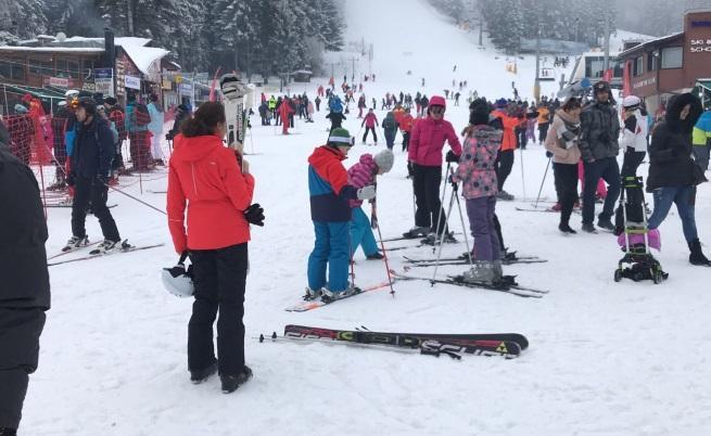 В навечерието на Нова година мнозина избраха Банско, за да карат ски