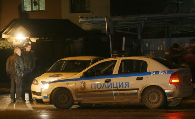 Откриха 5 души, застреляни в къща в Нови Искър