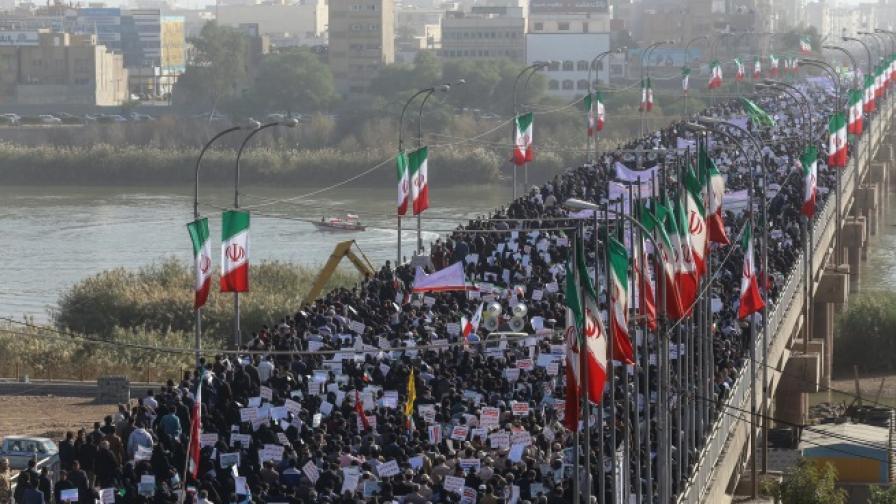 Властите организираха проправтелствена демонстрация срещу протестите