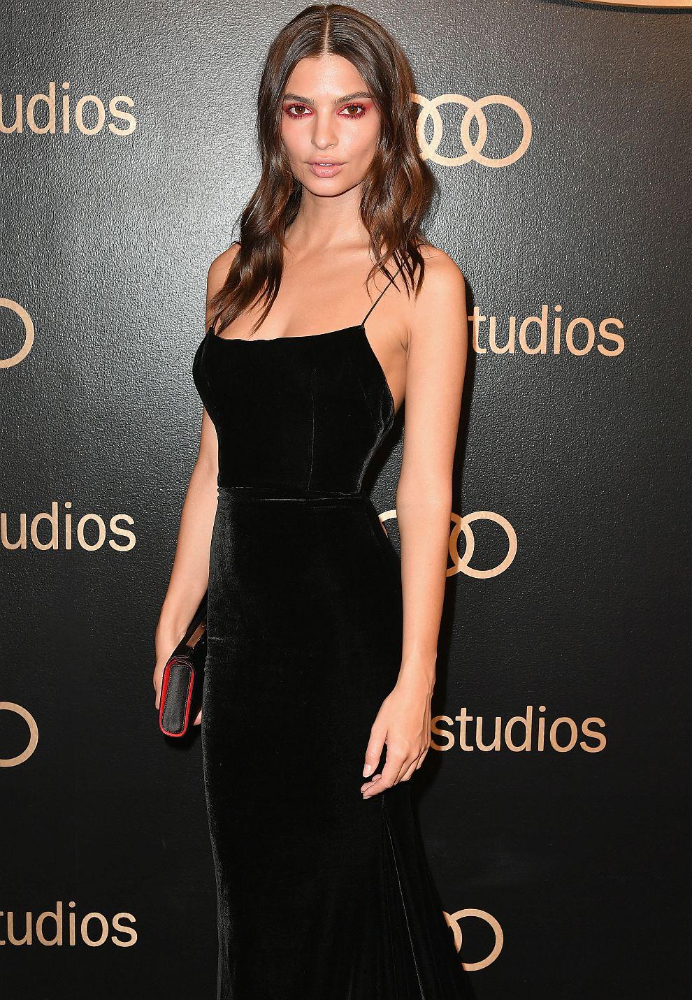 """2. <a href=""""https://www.instagram.com/emrata/"""">Емили Ратайковски</a> - трудно е да видиш Емили облечена особено на снимките в Инстаграм, където тя най-вече позира с бански от собствената си модна линия. Но звездата е следвана от над 19,3 млн. души, а неин пост струва 36 хил. долара."""