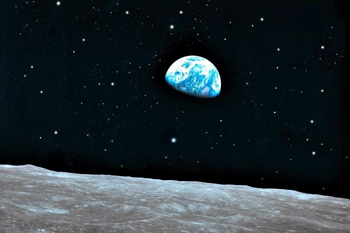 """Земя<br /> Благодарение на жизненоважния кислород в атмосферата, храната, водата и всичко останало, което прави планетата ни годна за живеене, хората """"оцеляват"""" средно 80 години. Ако са щастливци и попаднат в т.нар. """"синя зона"""", където средната продължителност на живота е по-голяма, могат да удължат престоя си на Земята."""
