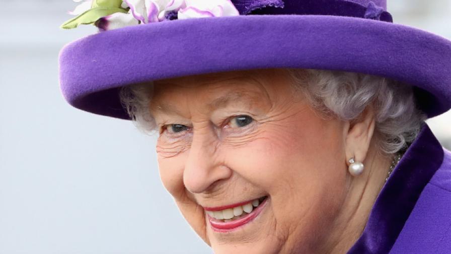 Кралицата смени доставчик на бельо заради недискретност