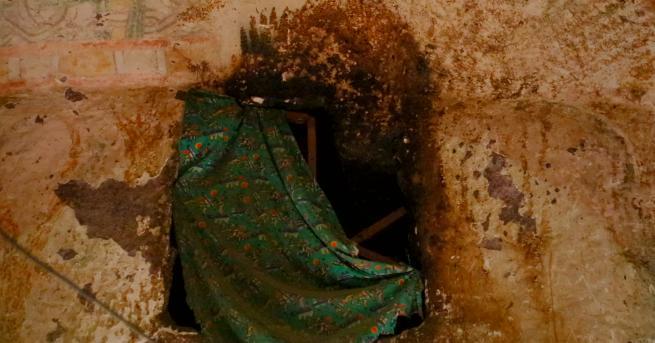 Докато снимат епизодите за скалните църкви около Лалибела в Етиопия,