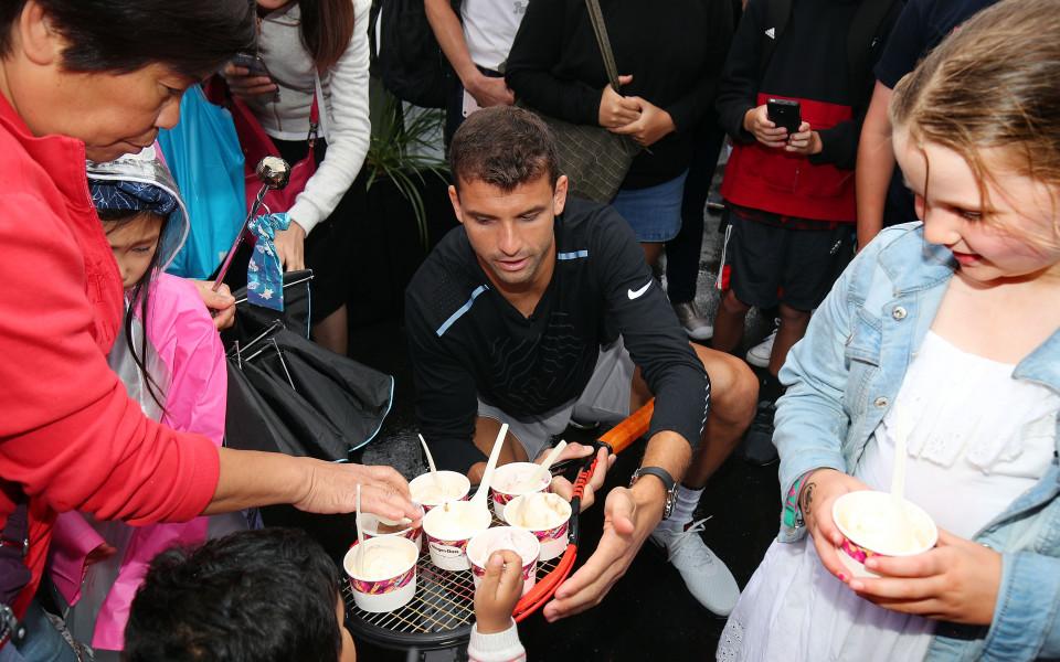 Ближи си сладоледа... с Гришо