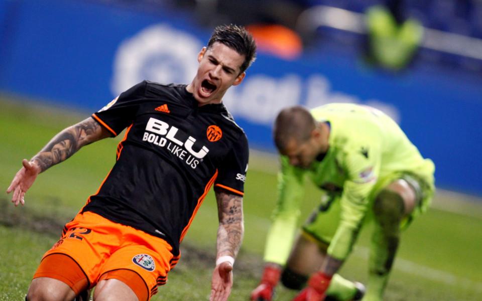 Валенсия се справи с Депортиво, води с 8 точки пред Реал М