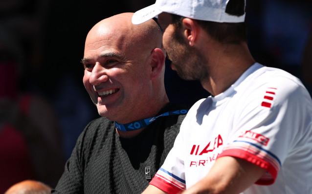 Джокович потегли с бърза победа, 36 аса не спасиха Раонич срещу Лацко