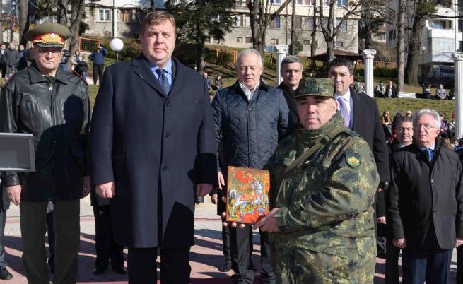 Въвеждат доброволна военна служба в България