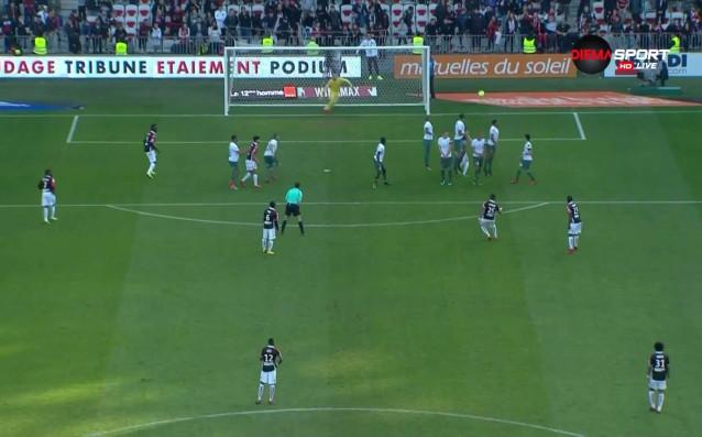 Чуден гол от фаул даде аванс на Ница срещу Сент Етиен
