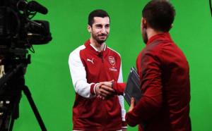 Пълна замяна: Мхитарян взе номера на Санчес в Арсенал