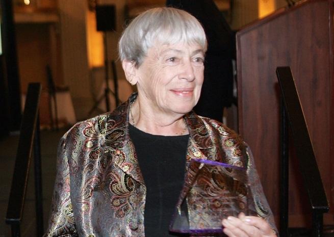"""Урсула Ле Гуин (1929-2018) - известната авторка на научна фантастика и фентъзи. Най-известните й творби са книгите от поредицата """"Землемория"""", от които са продадени милиони екземпляри по целия свят."""