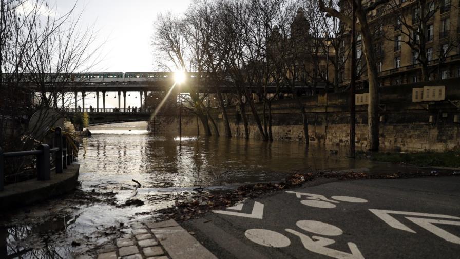 Париж се готви за наводнение