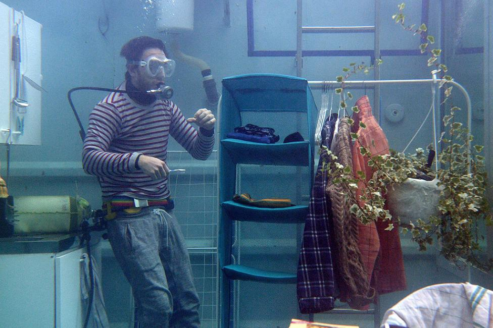 """- Арт инсталацията """"Проект подводен живот"""" на двама студенти от Художествената академия в Дюселдорф. Изложбата е част от представянето на студентите от..."""
