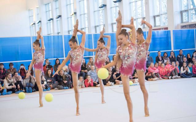 Ансамбълът на България и две индивидуални гимнастички при жените ще