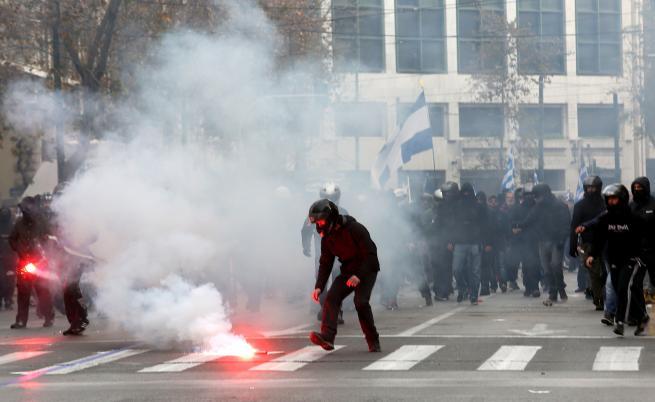 Стотици хиляди на протест в Атина, стигна се до ексцесии