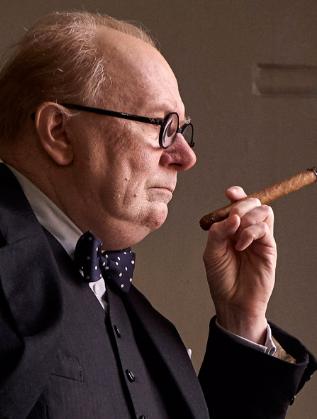 Гари Олдман в ролята на Чърчил