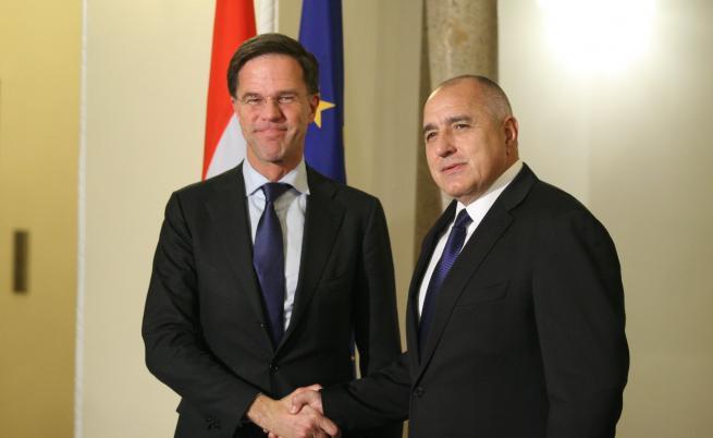 Подкрепяме присъединяването на България към Шенген, но работата по въпроса все още не е приключила. Това заяви холандският премиер Марк Рюте по време на съвместна пресконференция с българския си колега Бойко Борисов след срещата между двамата във вторник.