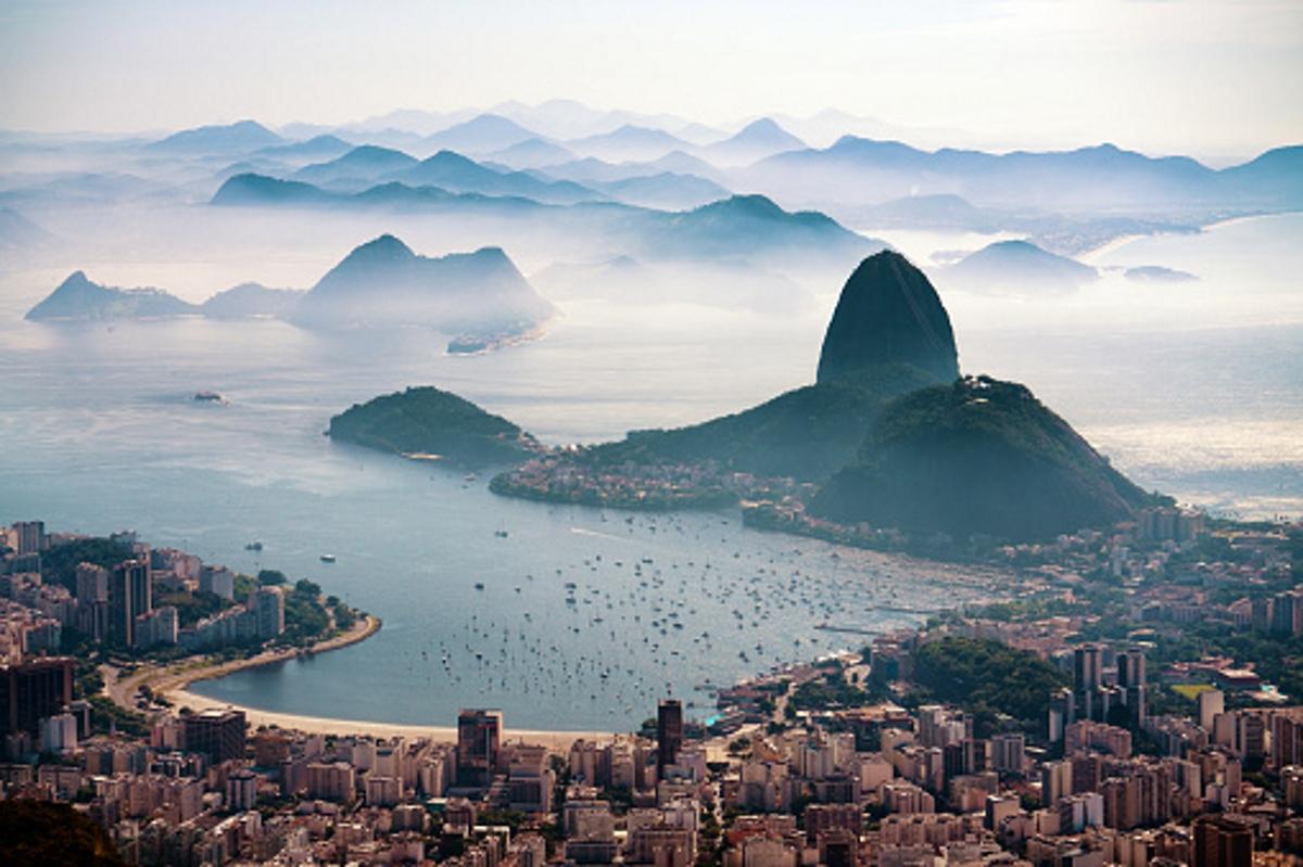 Рио де Жанейро е столица на карнавала и проституцията.