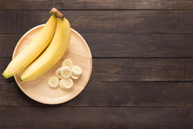 <p><strong>Ще наваксате недостига на витамини</strong></p>  <p>Бананите са богати на витамин B6. Това помага на организма да произвежда инсулин, хемоглобин и аминокиселини, които са необходими за създаването на здрави нови клетки. Те съдържат и 15% от дневната норма на витамин С.</p>