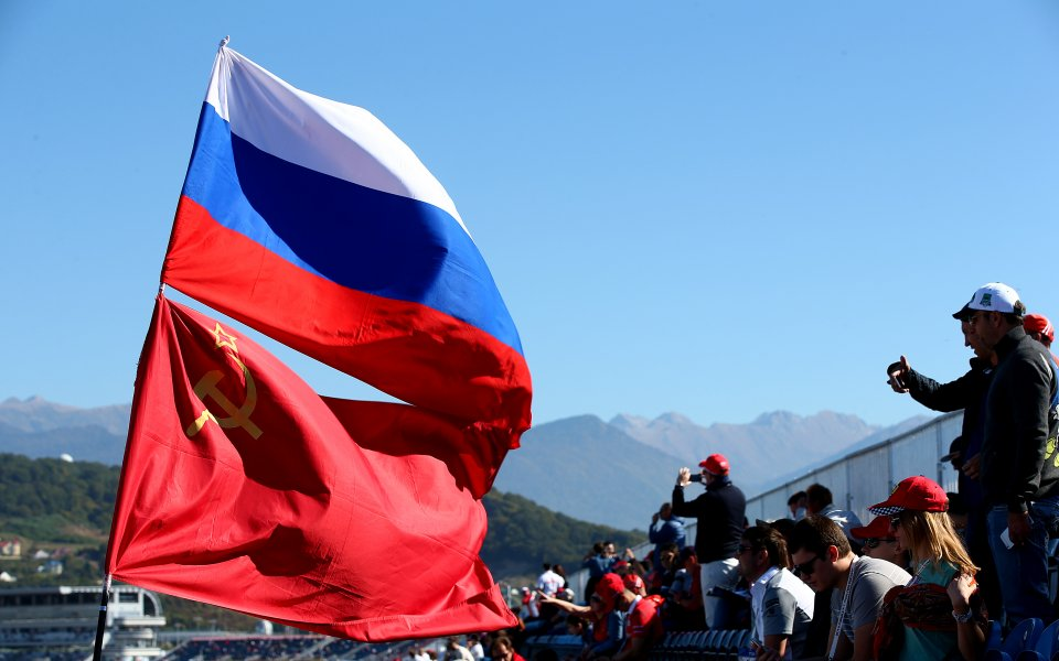 Флаг на СССР се развя в Пьонгчанг