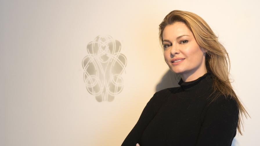 Красива българка работи по продажба на Пикасо за 35 млн. евро