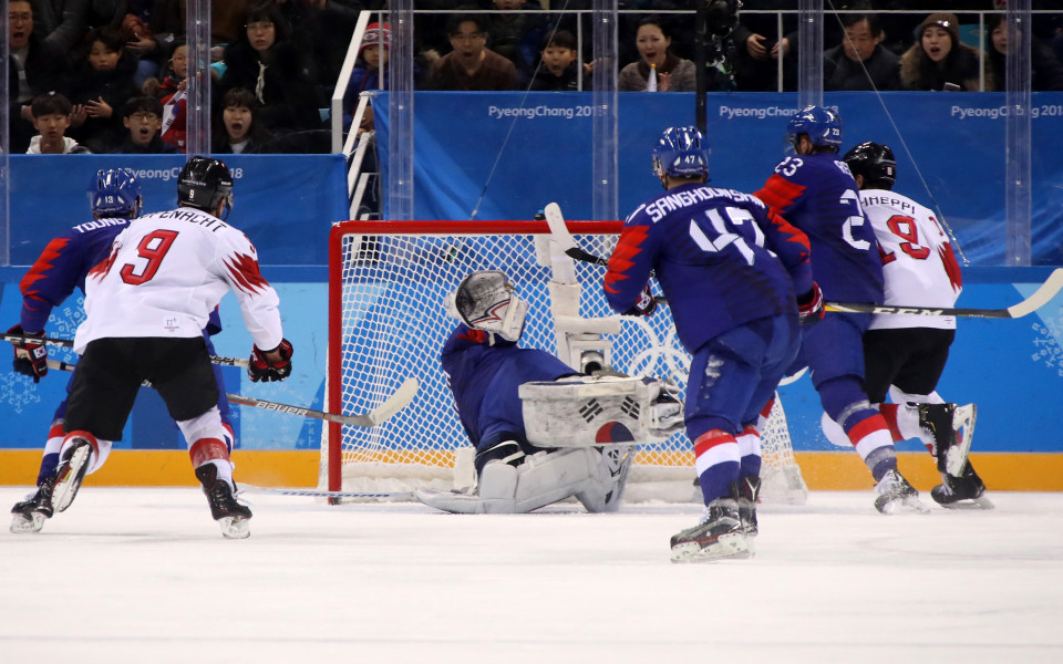 Швейцарците съсипаха домакините на хокей