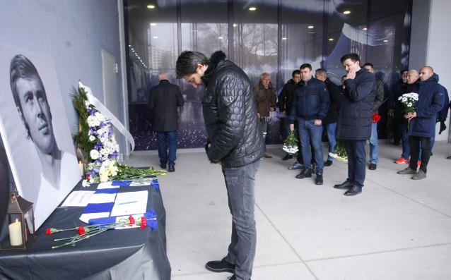 Част от ръководството на Левски, ветерани на клуба, деца от