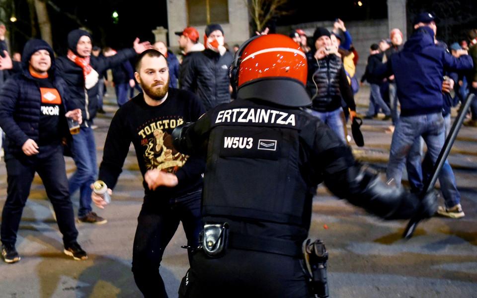 Полицай умря след сблъсъците в Билбао