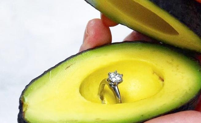 Нов хит: да предложиш брак с... авокадо