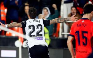 Санти Мина освети мъчен успех на Валенсия