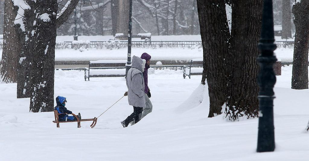 11. Газенето в току що навалял сняг