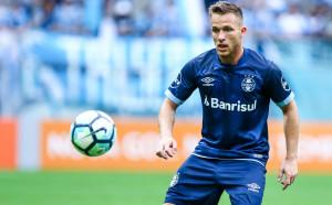 Барселона вече плати 4 милиона на Гремио за Артур