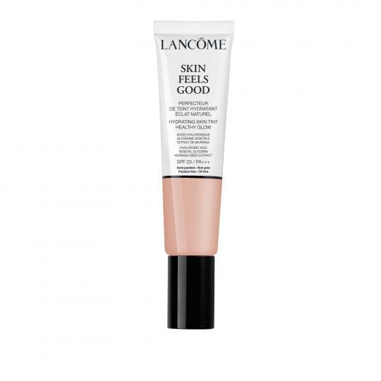 <p>Изравнителят на тена Skin Feels Good е от новото поколение хибридни продукти, които комбинират грижата за кожата с грим. Той предлага едновременно красив блясък и хидратираща свежест.</p>