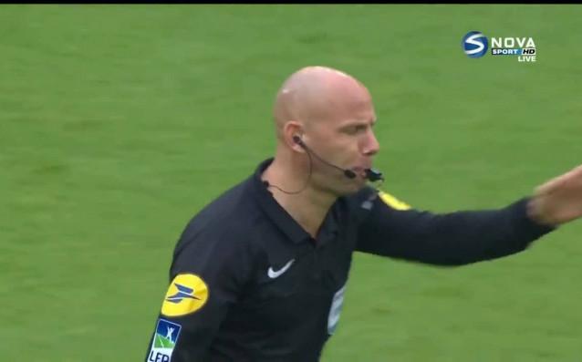 Сент Етиен победи с 2:0 над Гингам в мача от