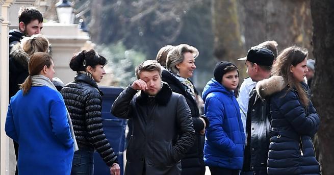 Изгонените от руското посолство дипломати започнаха да напускат дипломатическата сграда