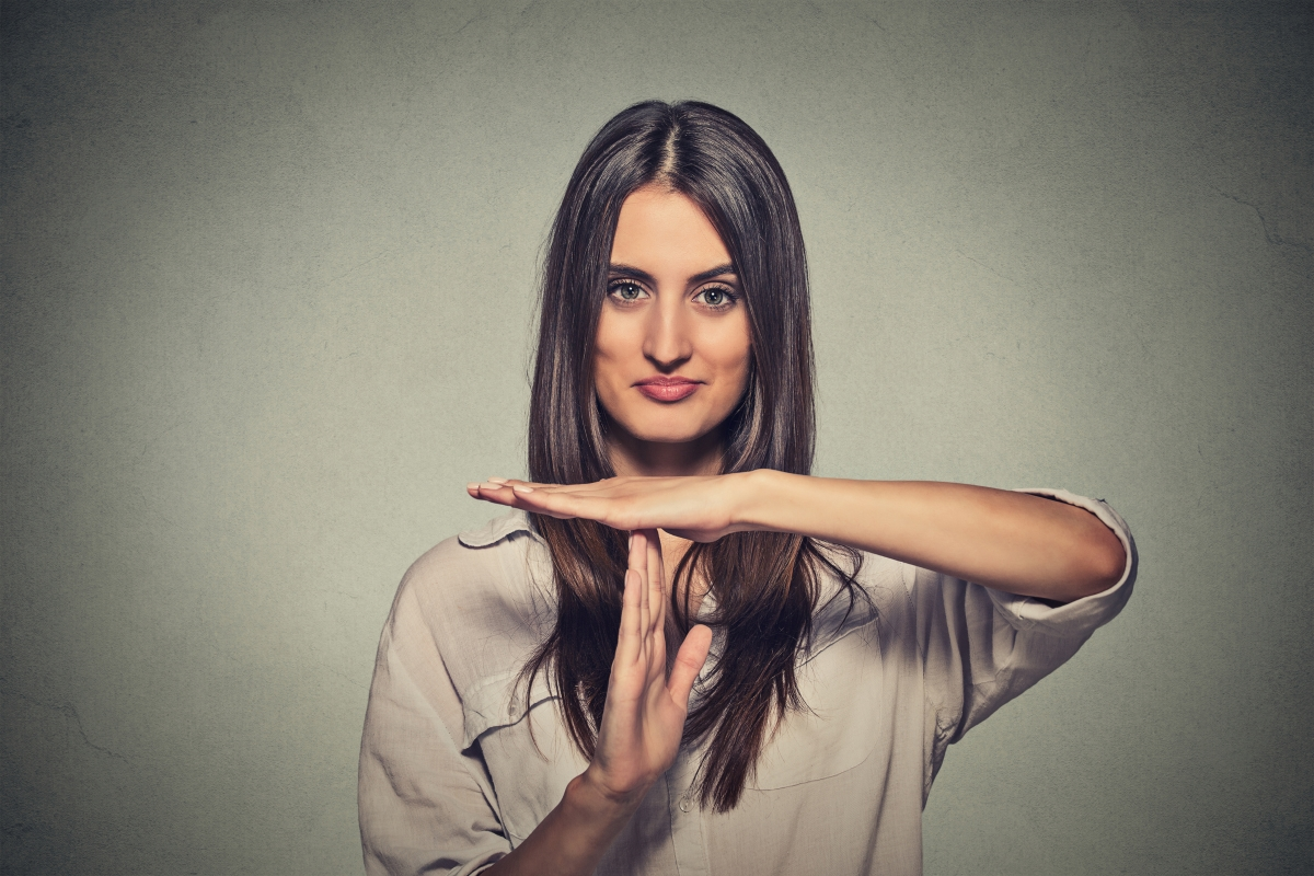 Всички имаме приятели, които жестикулират, докато говорят. В близост до вас, това е забранено.