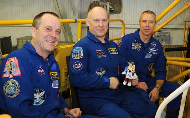 РускияткосмонавтОлег Артьомов и колегите му от мисията, която излита в
