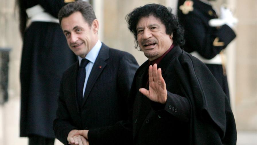 Никола Саркози се среща с Муамар Кадафи през 2007 г.