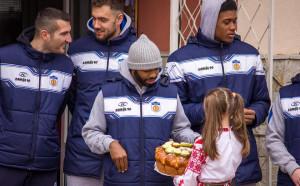 Баскетболистите на Рилски спортист зарадваха ученици