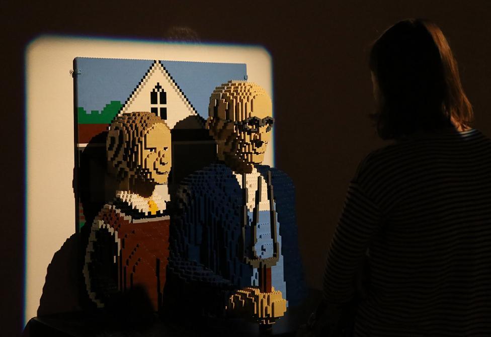- Повече от 100 произведения на изкуството, създадени само и единствено от Лего блокчета, са изложени в Минск, Беларус