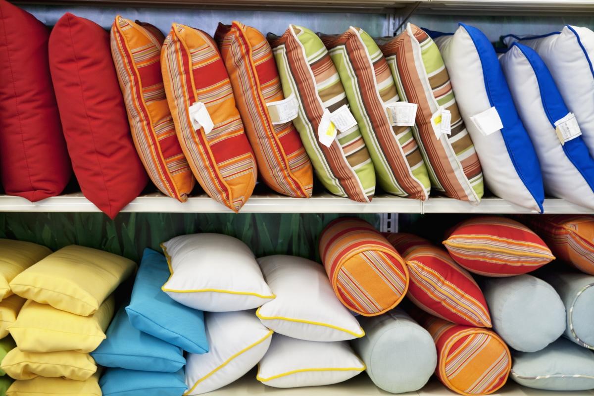 Съвременните материи за възглавници се перат лесно, но освен това могат да са развъдник за бактерии, така че ги сменяте по-често.