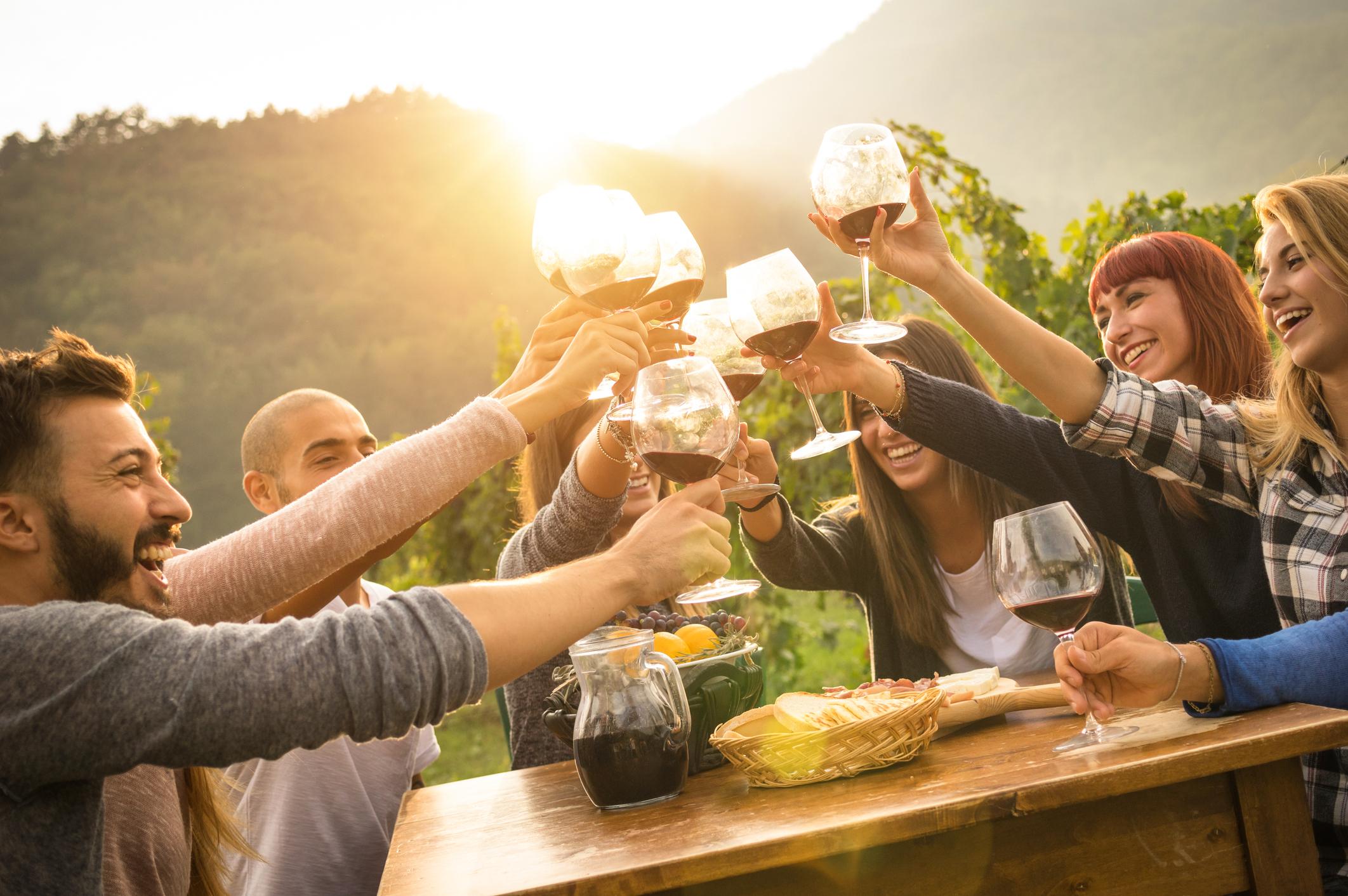 Запазете специалната трапеза за празници<br /> <br /> Забавлявайте се повече вкъщи, с приятели, които носят блюда, а запазете излизанията вечерите в ресторант за наистина специални поводи.