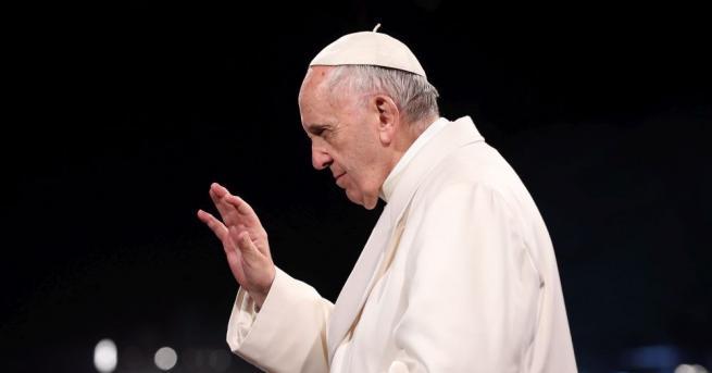 Всички чилийски епископи подадоха оставка пред папа Франциск днес. Причината