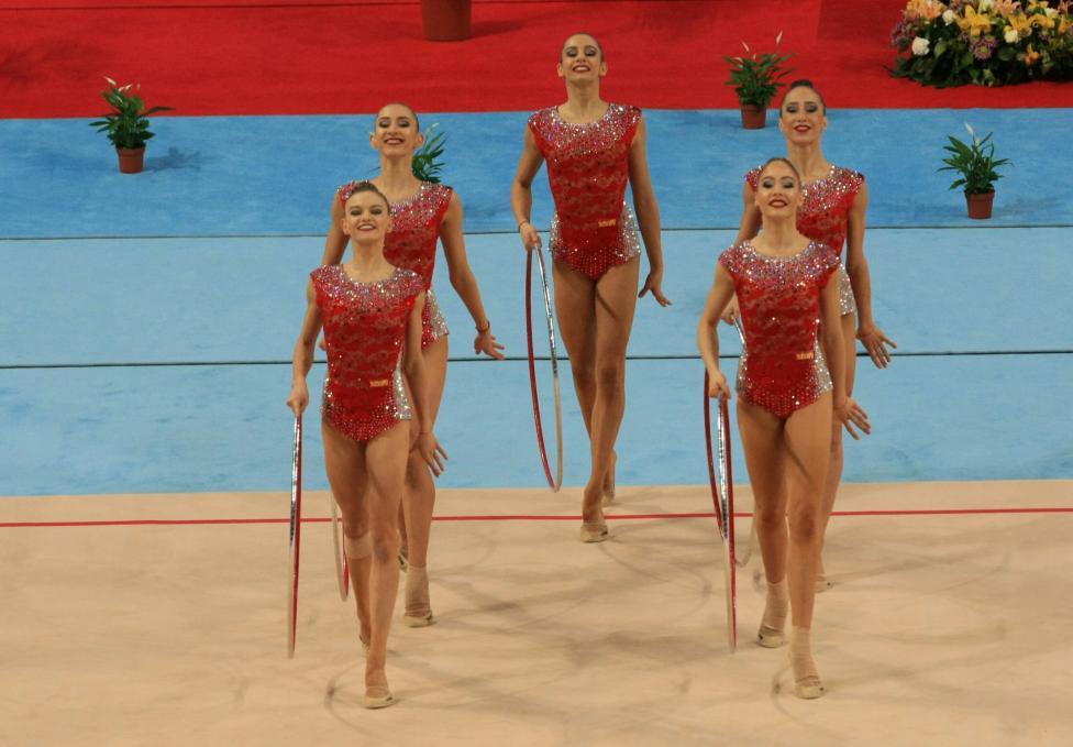 - Националният ансамбъл по художествена гимнастика спечели златен медал във финала на пет обръча на Световната купа в София, след като отвя...