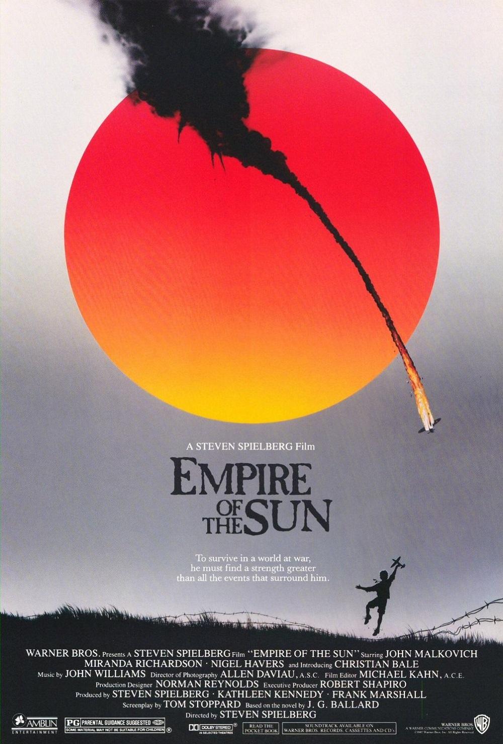 """3.""""Империя на слънцето"""" (престижен филм) – Самият Спилбърг определя номинираната за шест награди """"Оскар"""" лента като най-задълбочения си кинематографичен труд върху загубата на невинността на едно дете. Сюжетът проследява преживяванията на британско момче в японски затворнически лагер през Втората световна война. Ролята се играе от 12-годишния Крисчън Бейл."""
