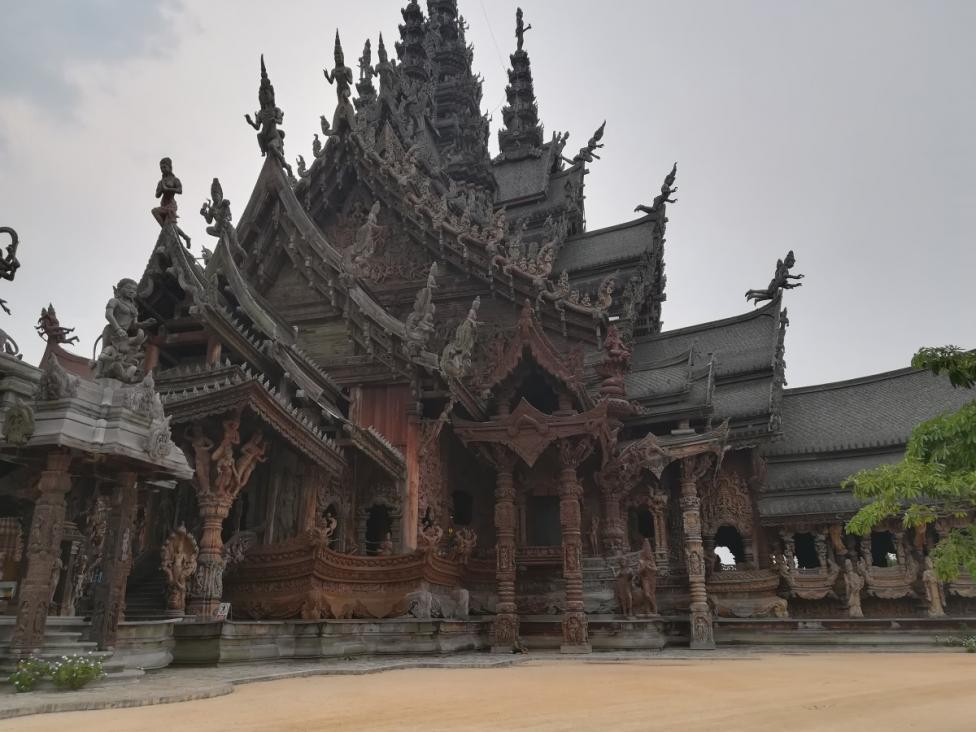 - Невероятна дървена конструкция, извисяваща се на 105 м над земята - това е Светилището на истината - едно от най-необикновените места в света и...